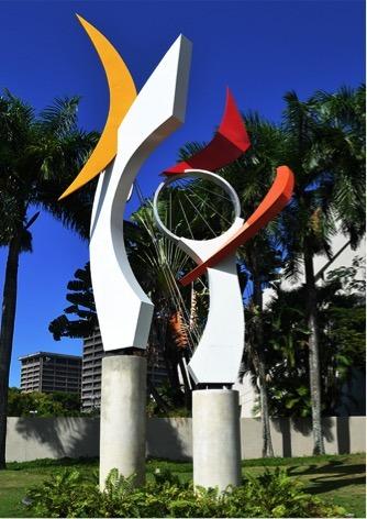 """Escultura """"Reflejo Melódico"""" de Luis Torruella."""